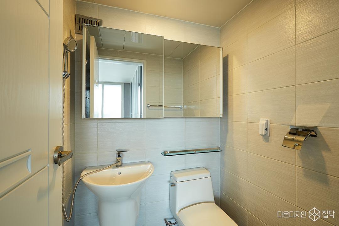 안방욕실,슬라이딩장,선반,화이트타일