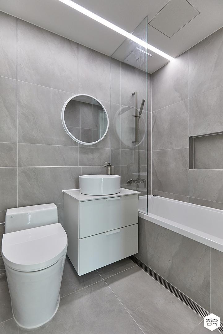 그레이,모던,욕실,포세린,세면대,거울,유리파티션,욕조