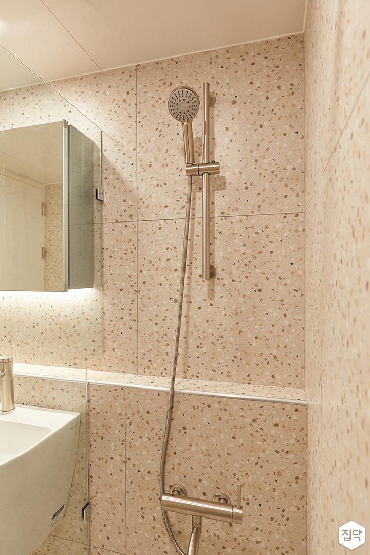 아이보리,모던,내추럴,욕실,포세린,테라조,샤워기,유리파티션