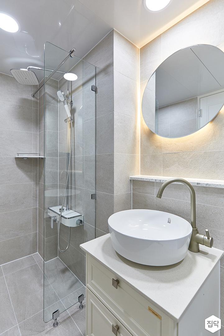그레이,모던,욕실,포세린,간접조명,거울,세면대,수납장,유리파티션