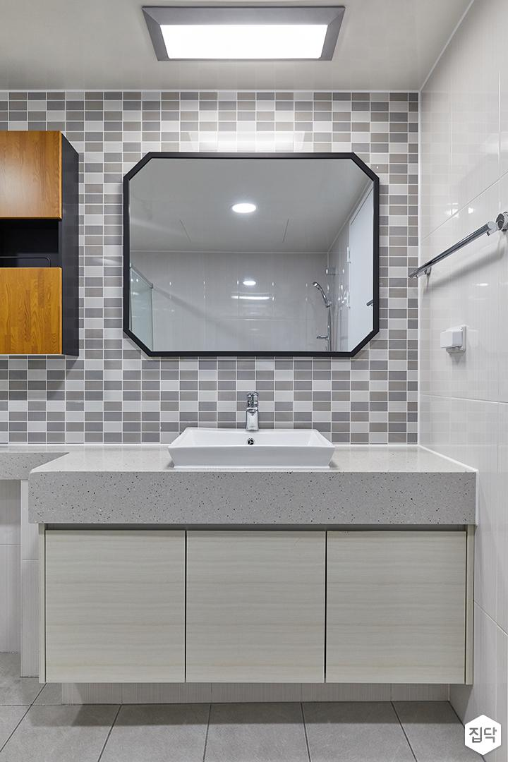 화이트,그레이,모던,욕실,욕실타일,세면대,거울