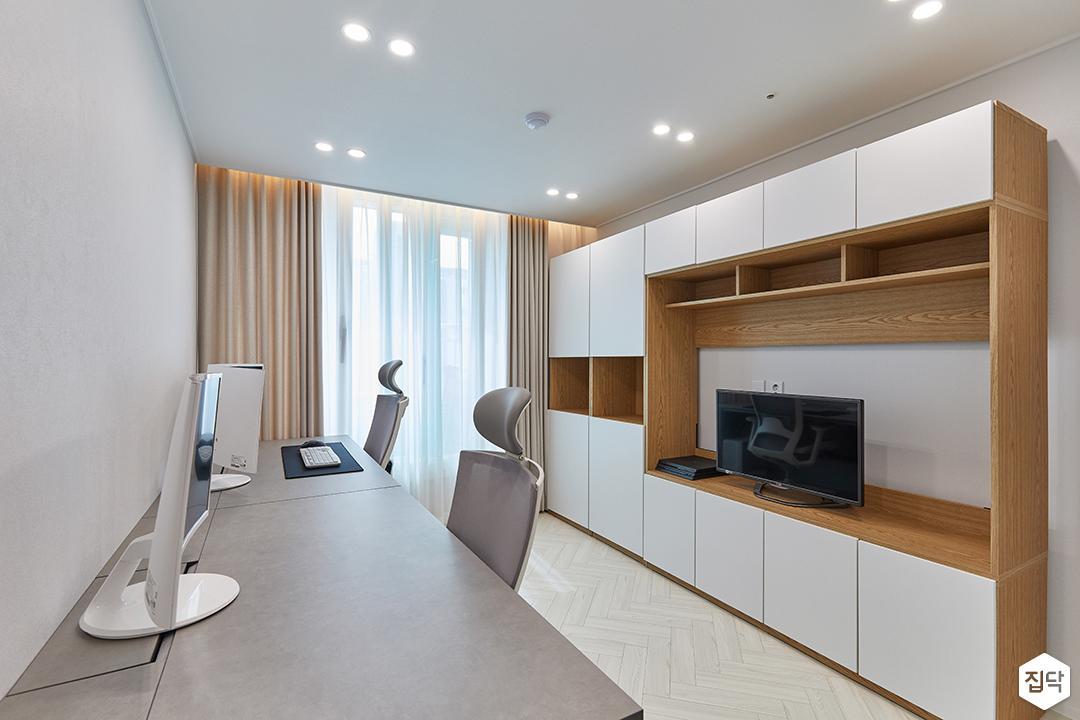 화이트,모던,내추럴,방,서재,간접조명,매립등,수납장,책상,커튼