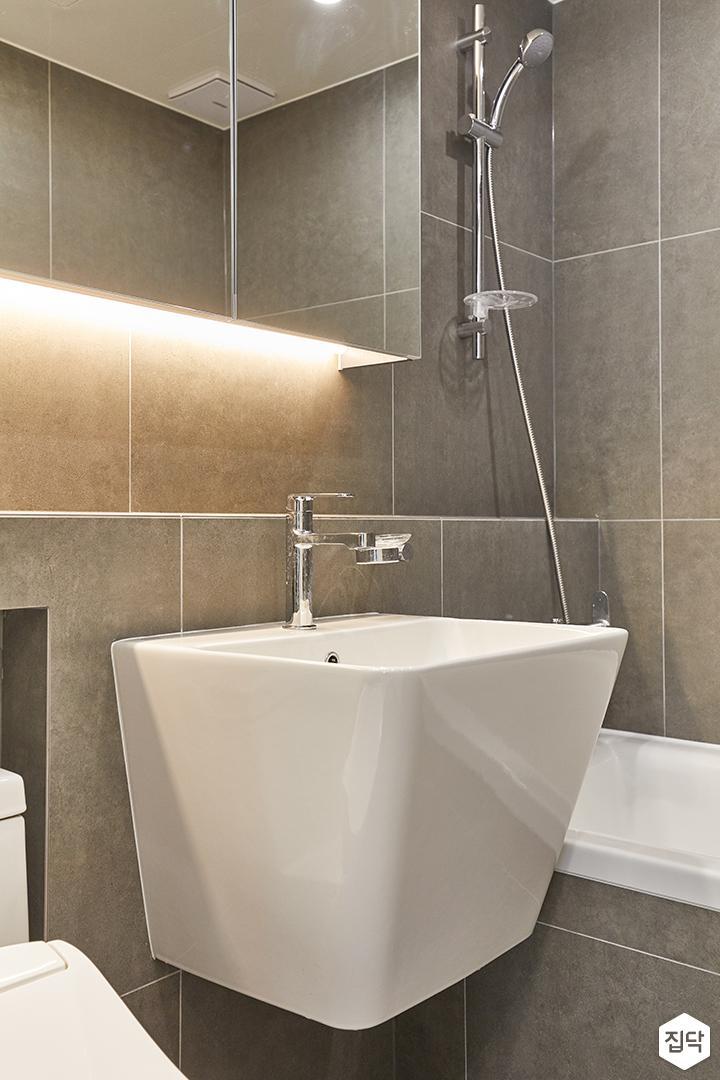 그레이,모던,욕실,욕실타일,포세린,간접조명,세면대,거울