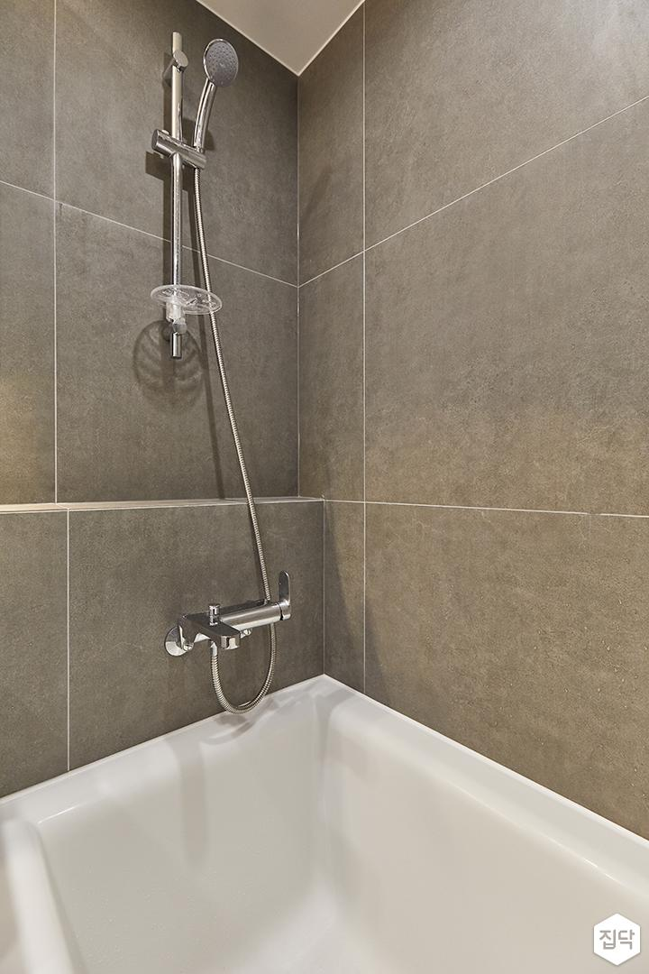 그레이,모던,욕실,욕실타일,포세린,간접조명,샤워기,욕조