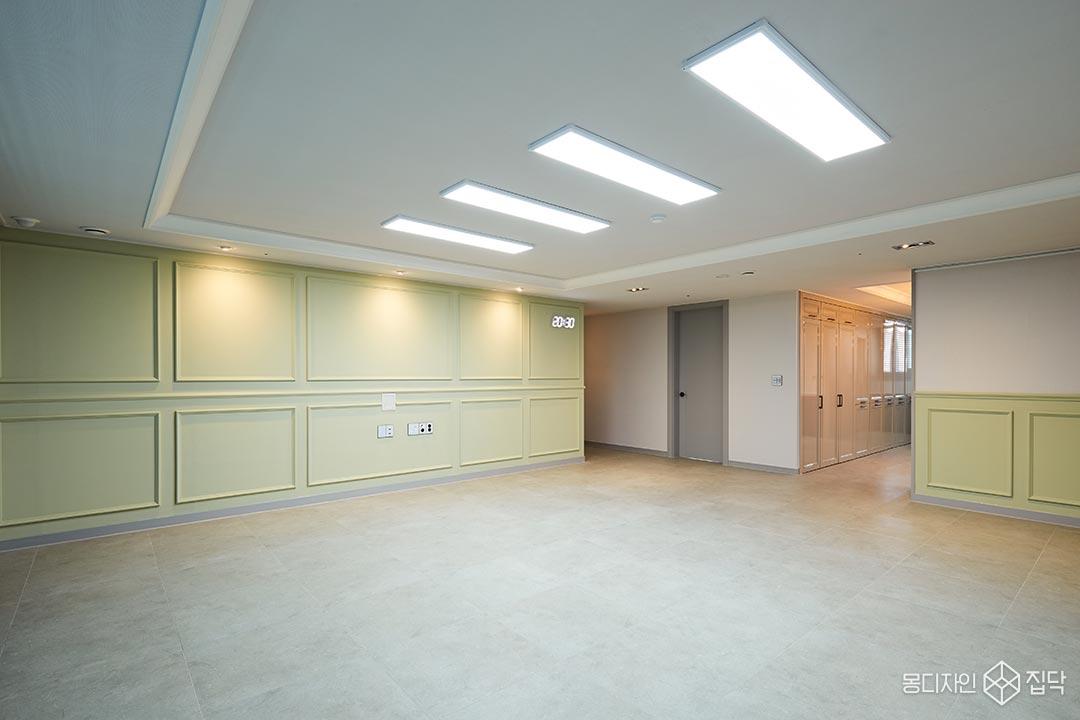 포세린타일,LED조명,웨인스코팅,올리브,우물천장