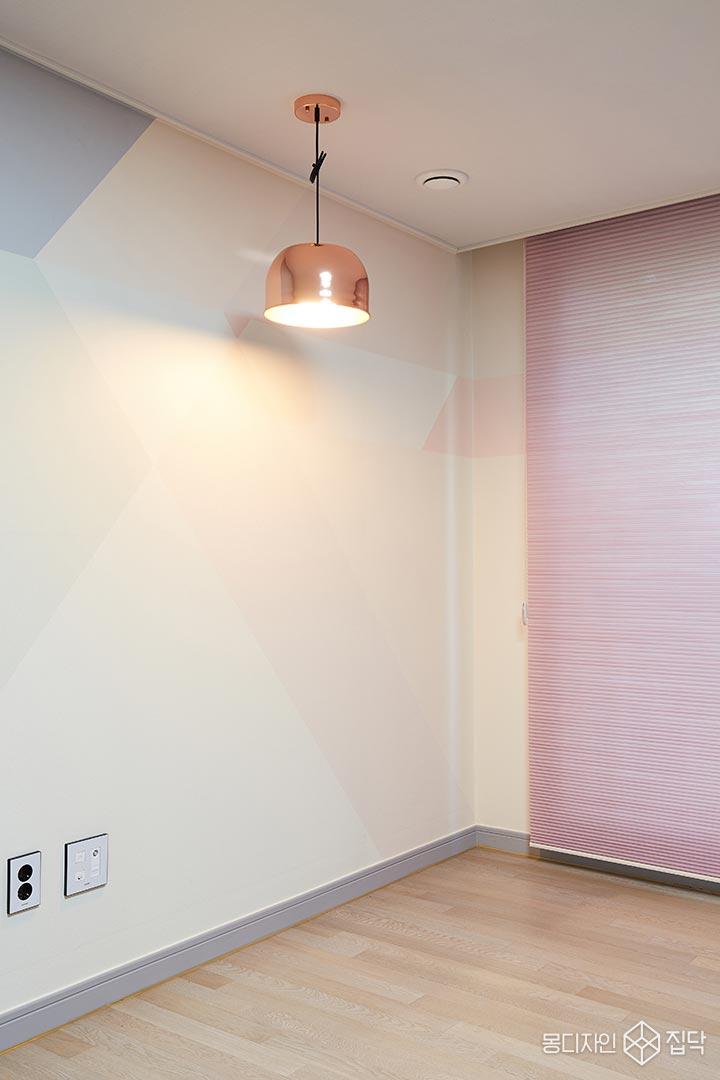 로즈골드,펜던트조명,핑크,뮤럴벽지