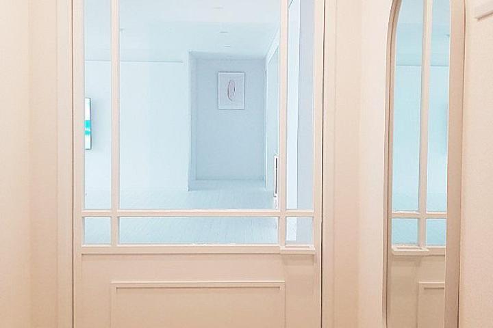 화이트,모던,현관,센서등,중문,신발장,거울
