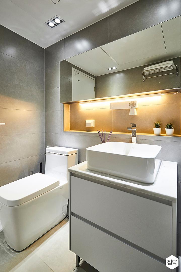 그레이,모던,심플,욕실,화장실,욕실타일,간접조명,다운라이트조명,수전,수납장,세면대,거울