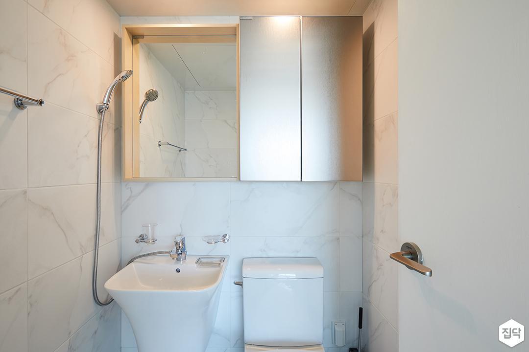 거울장,세면대,비앙코,욕실타일,욕실,화이트,모던