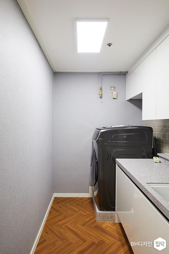 그레이,LED조명,상부장,싱크대,세탁기