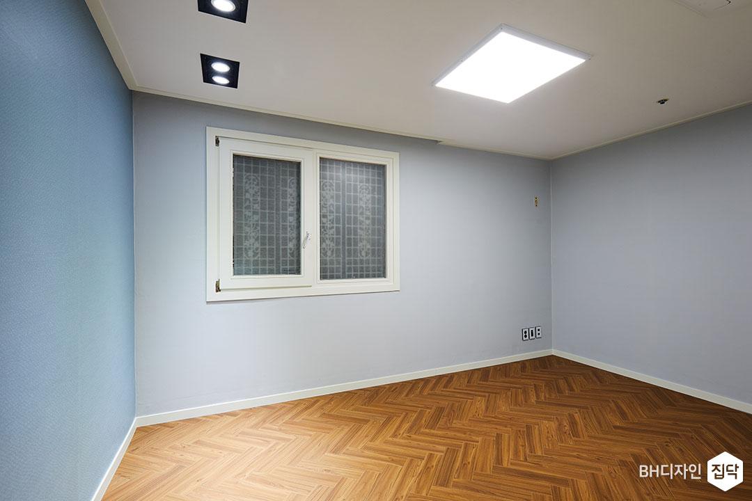 다운라이트조명,LED조명,헤링본,강마루,그레이,블루,실크벽지