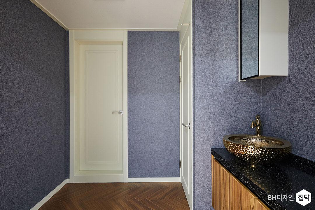 퍼플,벽지,수전,엔틱,화이트,욕실