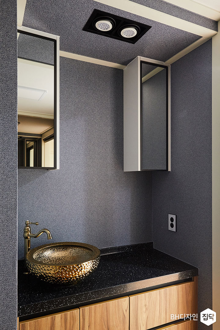 퍼플,벽지,수전,엔틱,화이트,욕실,대리석상판