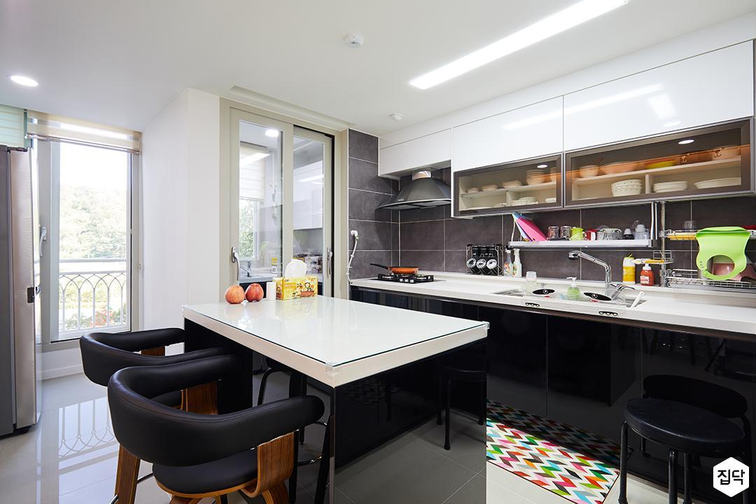 상부장,ㄱ자형싱크대,아일랜드식탁,주방,모던,화이트,블랙