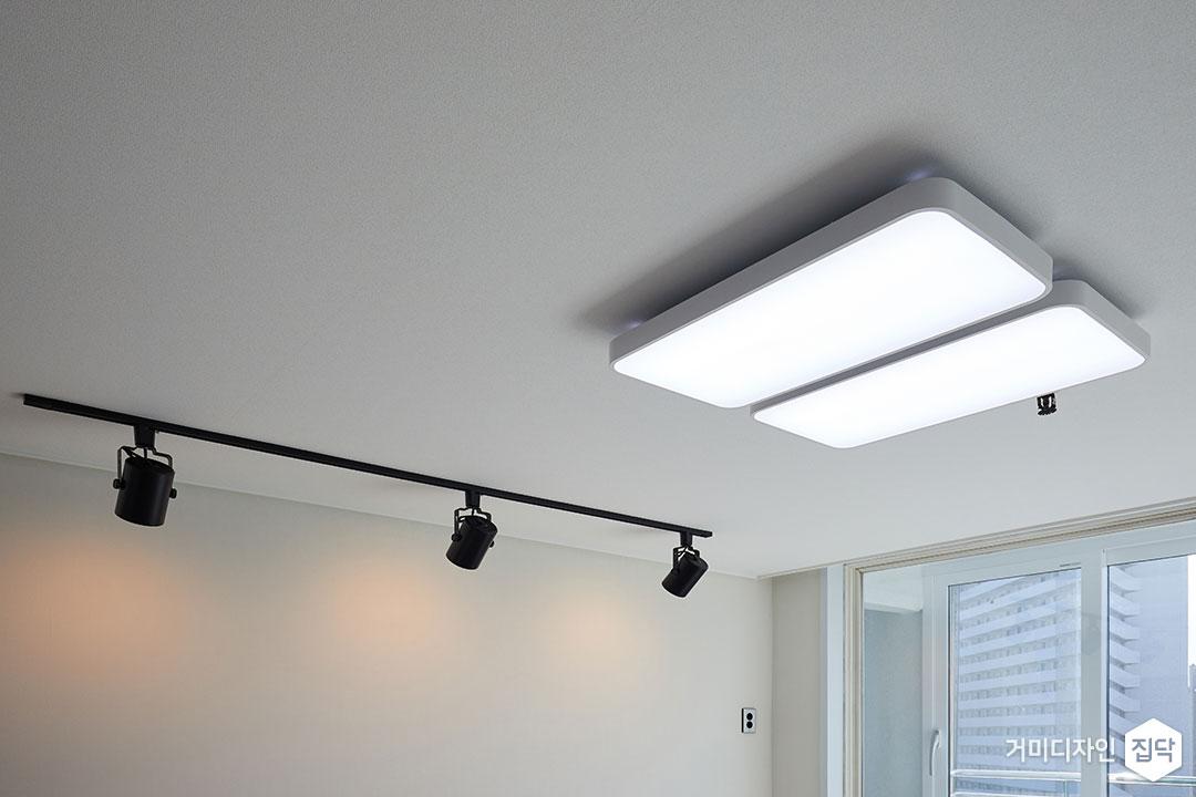 천장,미니멀,블랙&화이트,LED,레일스팟조명