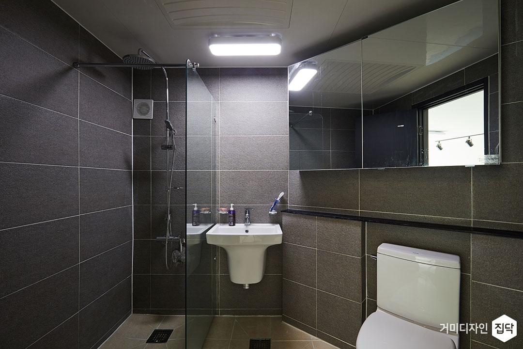 욕실,모던,다크그레이,파티션,샤워공간,젠다이,슬라이딩거울장