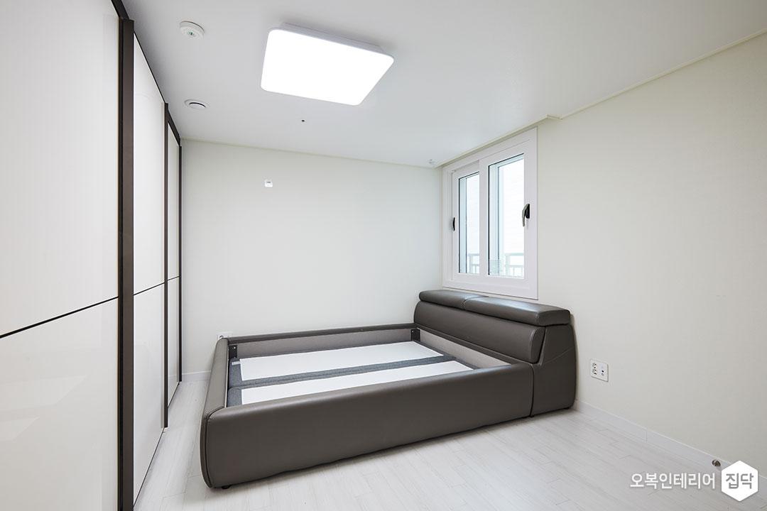 안방,슬라이딩장,붙박이장,침대