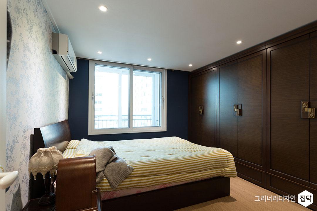 침실,실크벽지,강마루,붙박이,수납장