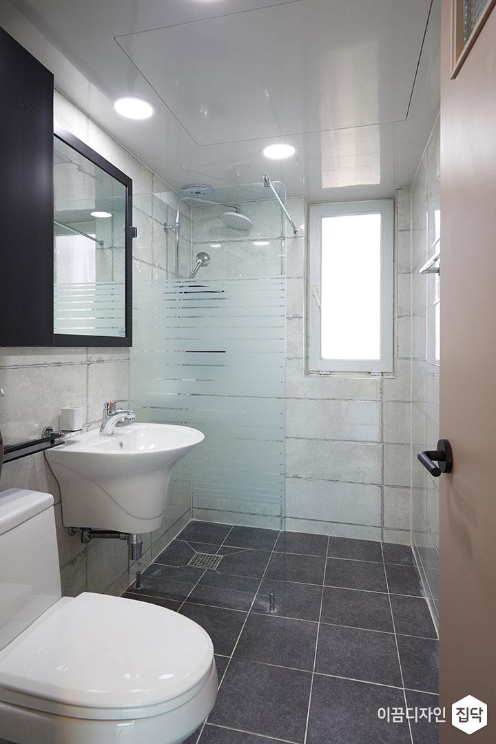 안방욕실,화이트,모던,거울,세면대,유리파티션,샤워부스,다운라이트조명