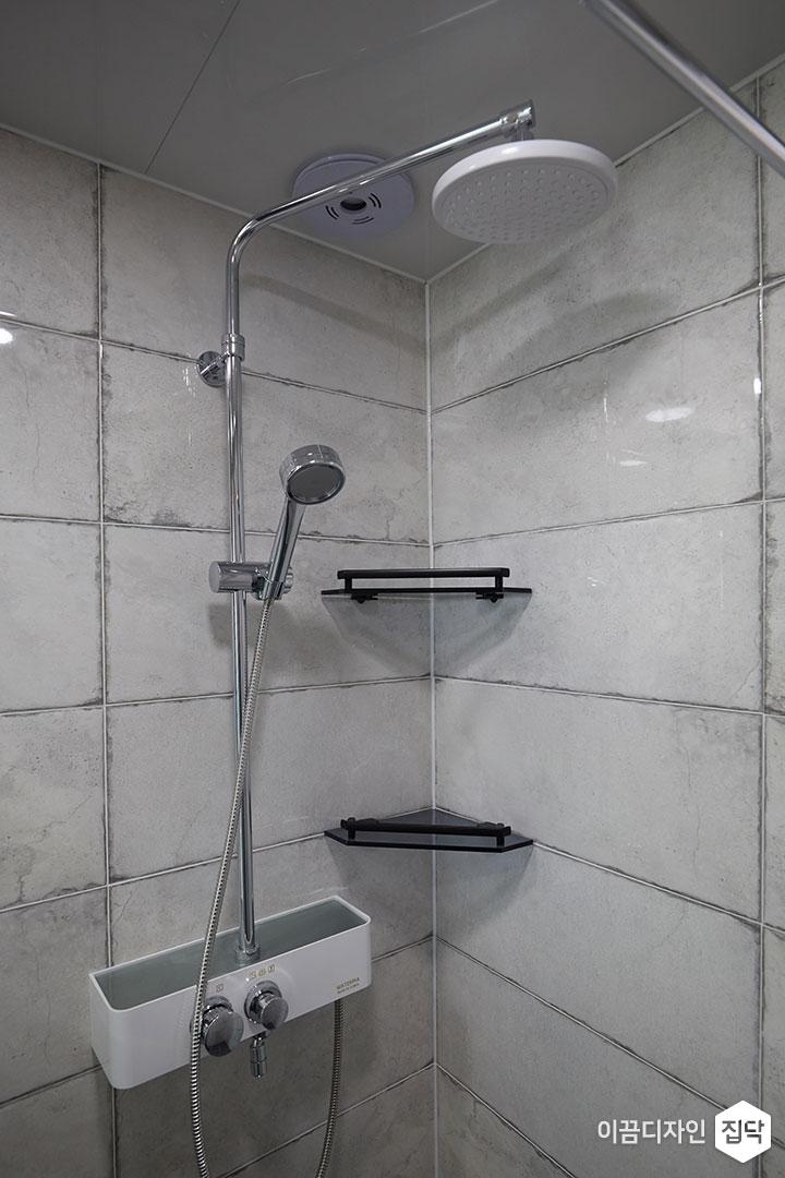 안방욕실,화이트,모던,샤워부스,코너선반,해바라기샤워기
