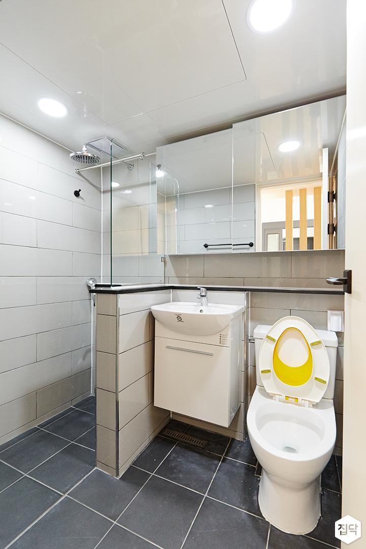 욕실,그레이,유리파티션,가벽,샤워부스,세면대,슬라이딩거울장,젠다이
