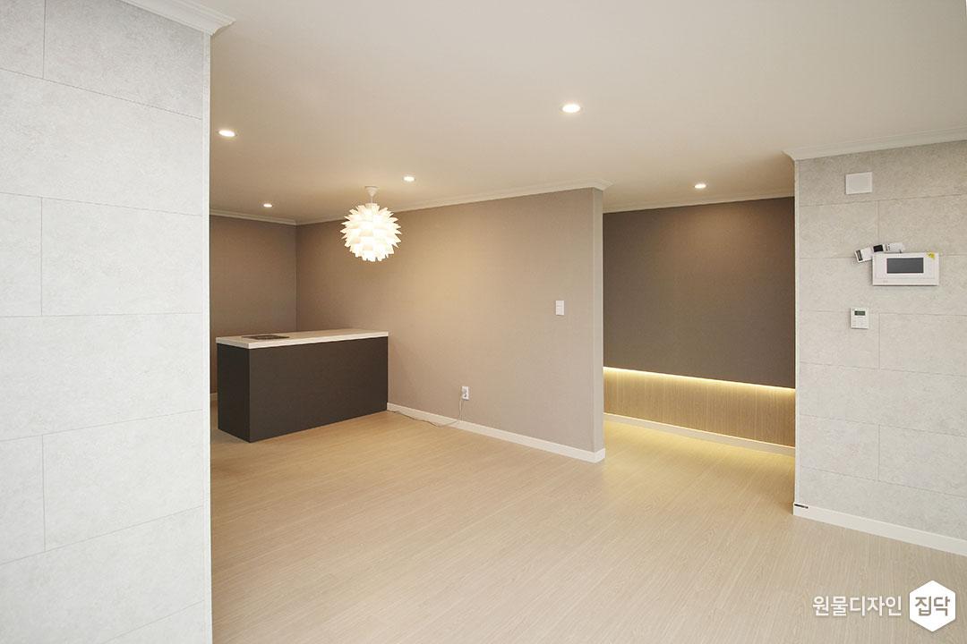 거실,그레이,모던,LED조명,슬림엣지조명,다운라이트조명,펜던트조명,강마루