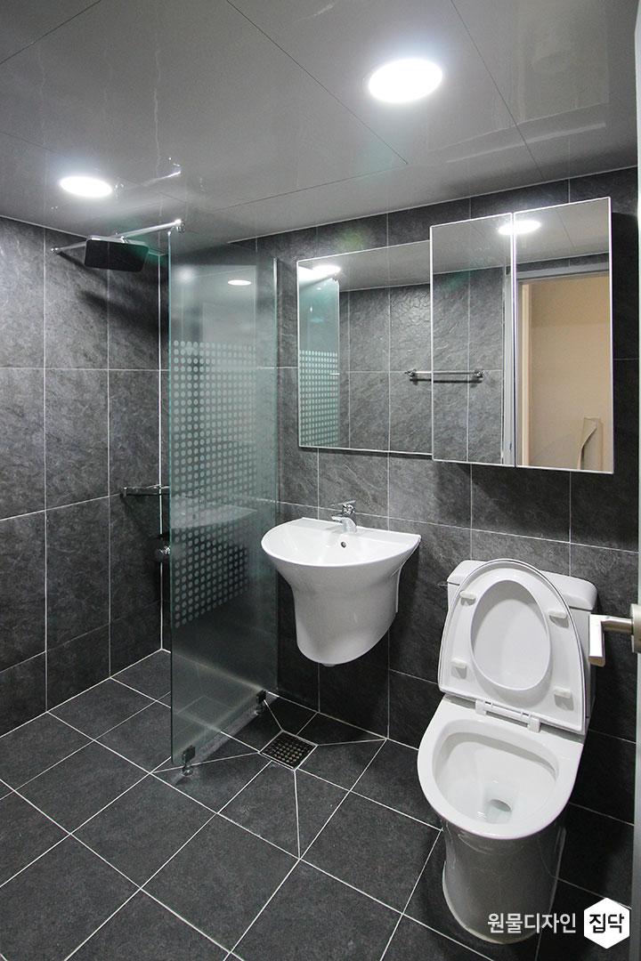 욕실,다크그레이,모던,유리파티션,샤워부스,해바라기샤워기,거울,거울장,세면대,양변기