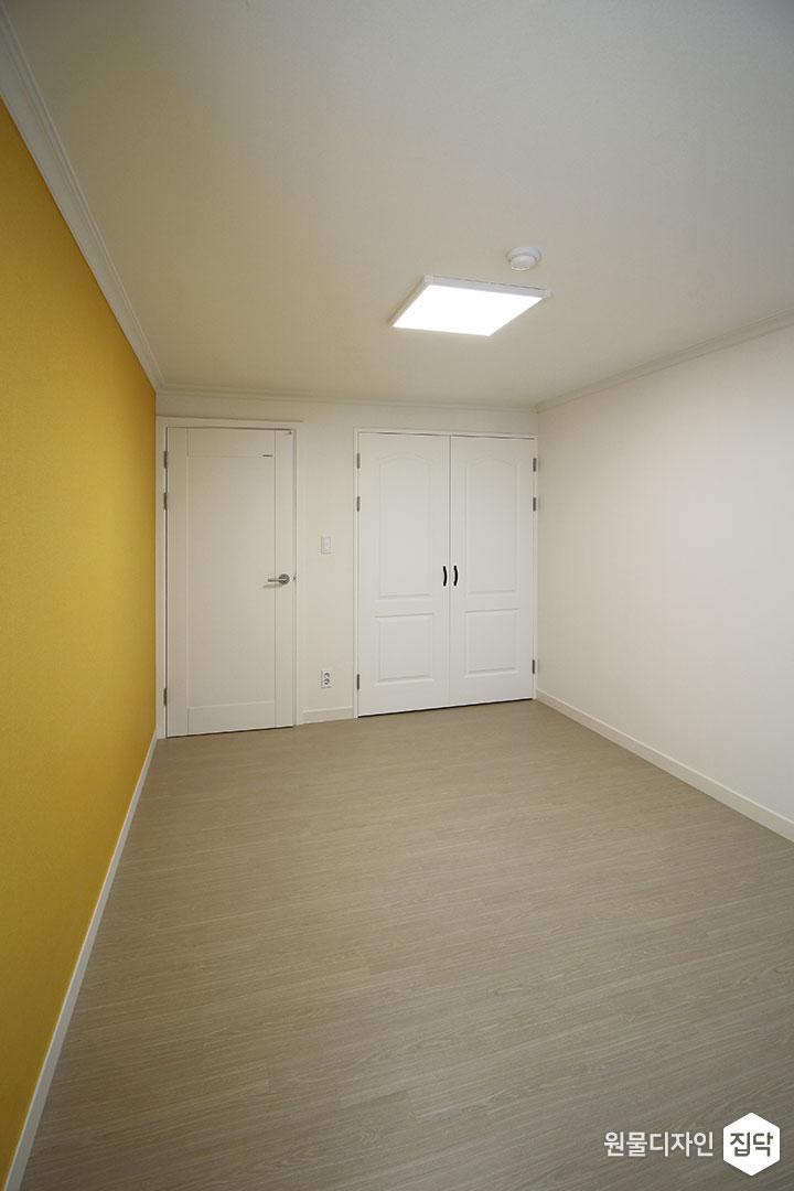 방,옐로우,심플,LED조명,붙박이장