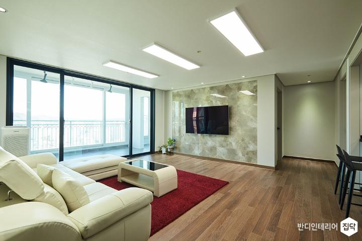 거실,아이보리,브라운,모던,아트월,LED조명,슬림엣지조명