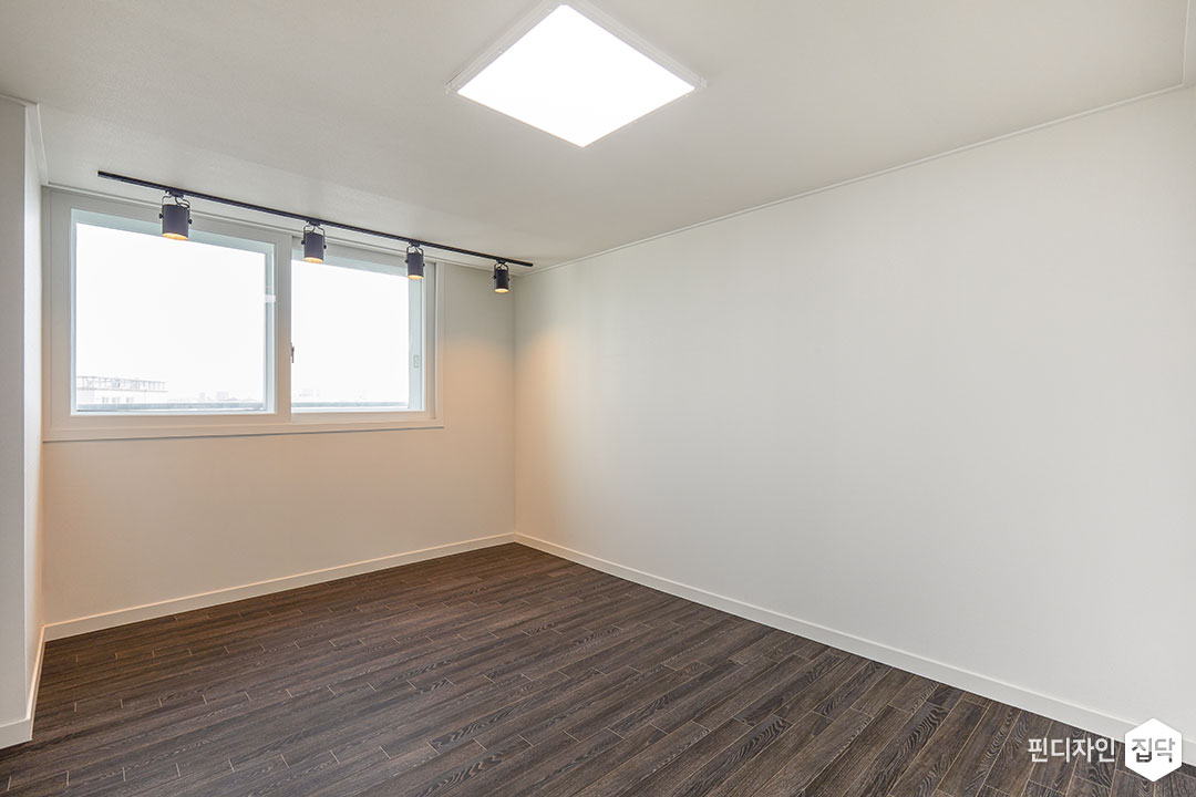 큰방,화이트,LED조명,슬림엣지조명,레일조명,강마루