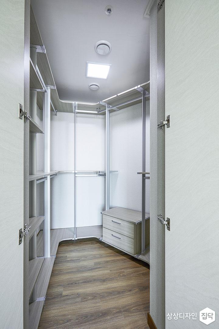 드레스룸,화이트,심플,행거,수납장,LED조명