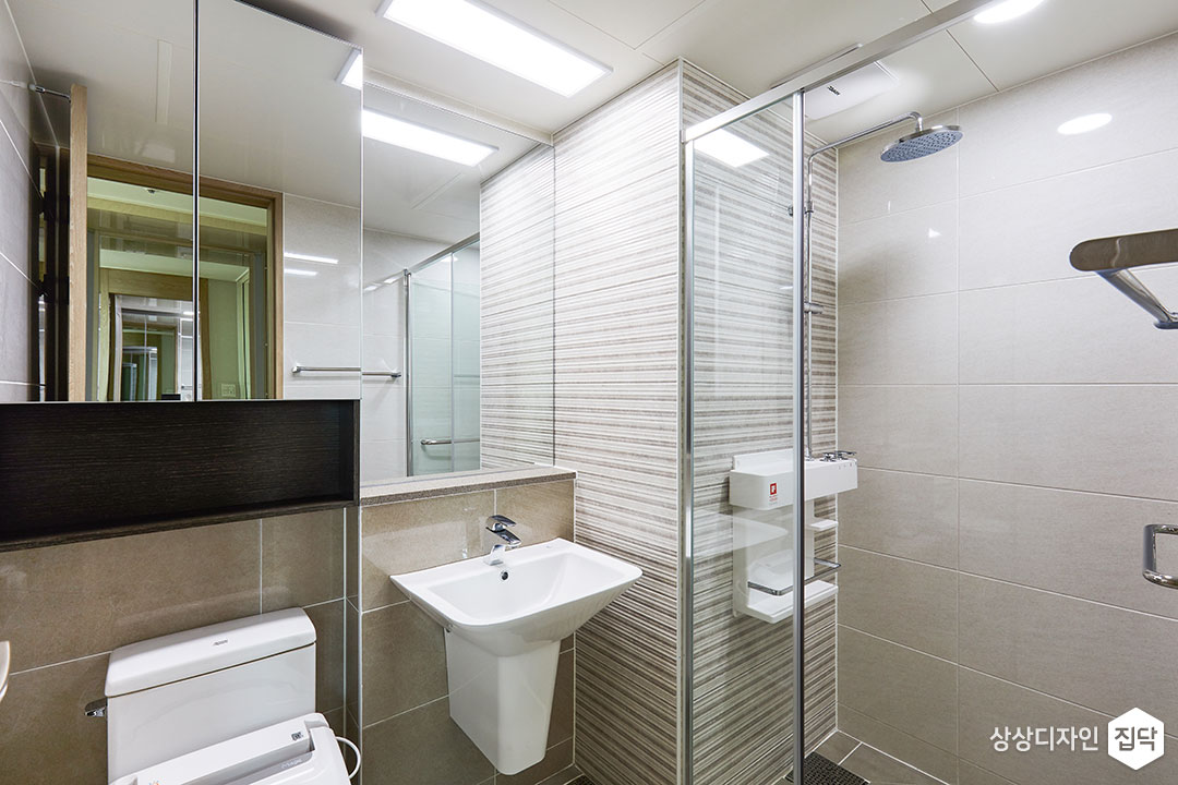 안방욕실,그레이,모던,거울장,젠다이,세면대,샤워부스,해바라기샤워기