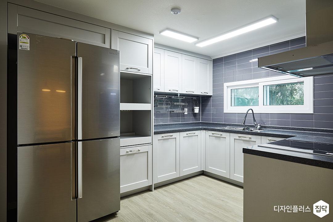 주방,그레이,모던,냉장고장,LED조명,슬림엣지조명,ㄷ자싱크대