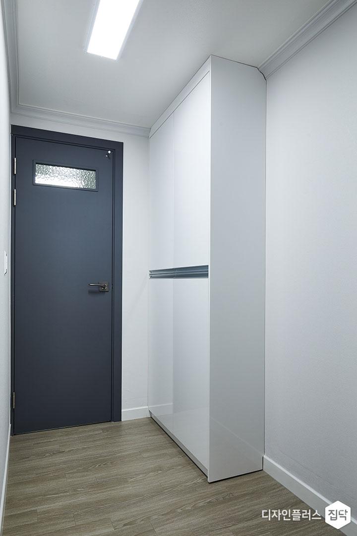 드레스룸,그레이,화이트,모던,LED조명,수납장