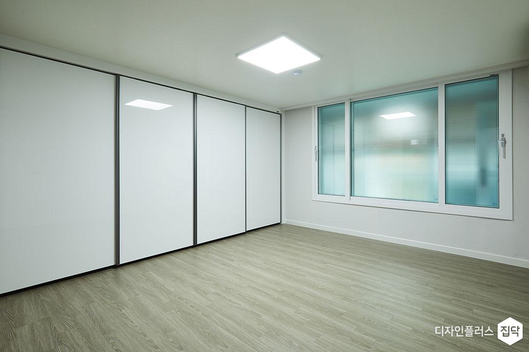 안방,그레이,화이트,모던,LED조명,붙박이장