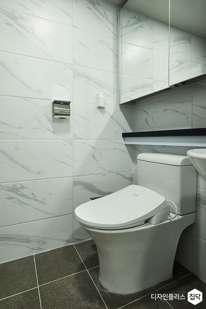 안방욕실,화이트,모던,슬라이딩거울장,젠다이,양변기