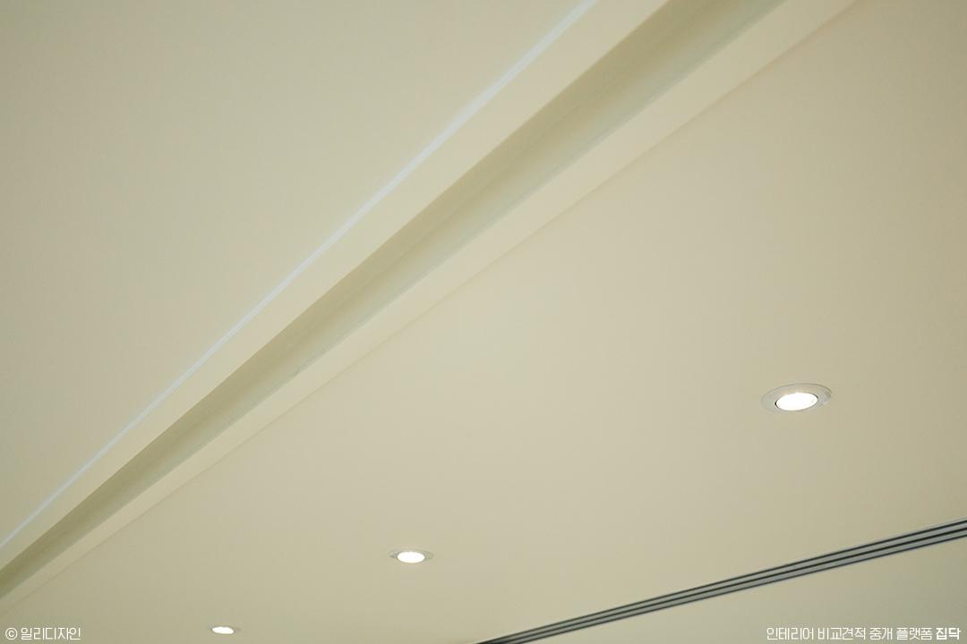 커튼박스,화이트,심플,천장