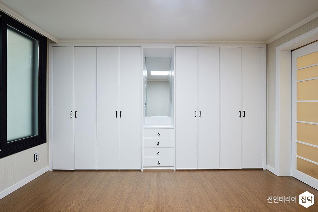 안방,화이트,모던,붙박이장,거울,수납공간