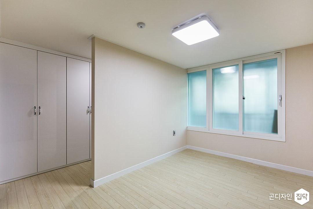 안방,베이지,심플,LED조명,가벽