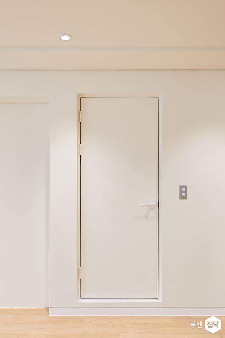 욕실도어,매트화이트,심플,다운라이트조명