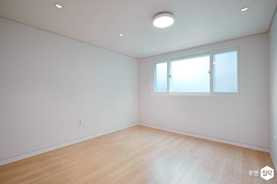 작은방,화이트,심플,LED조명,다운라이트조명,강마루