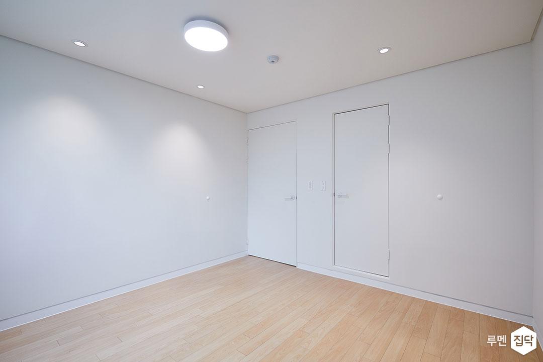 안방,화이트,심플,LED조명,다운라이트조명,강마루