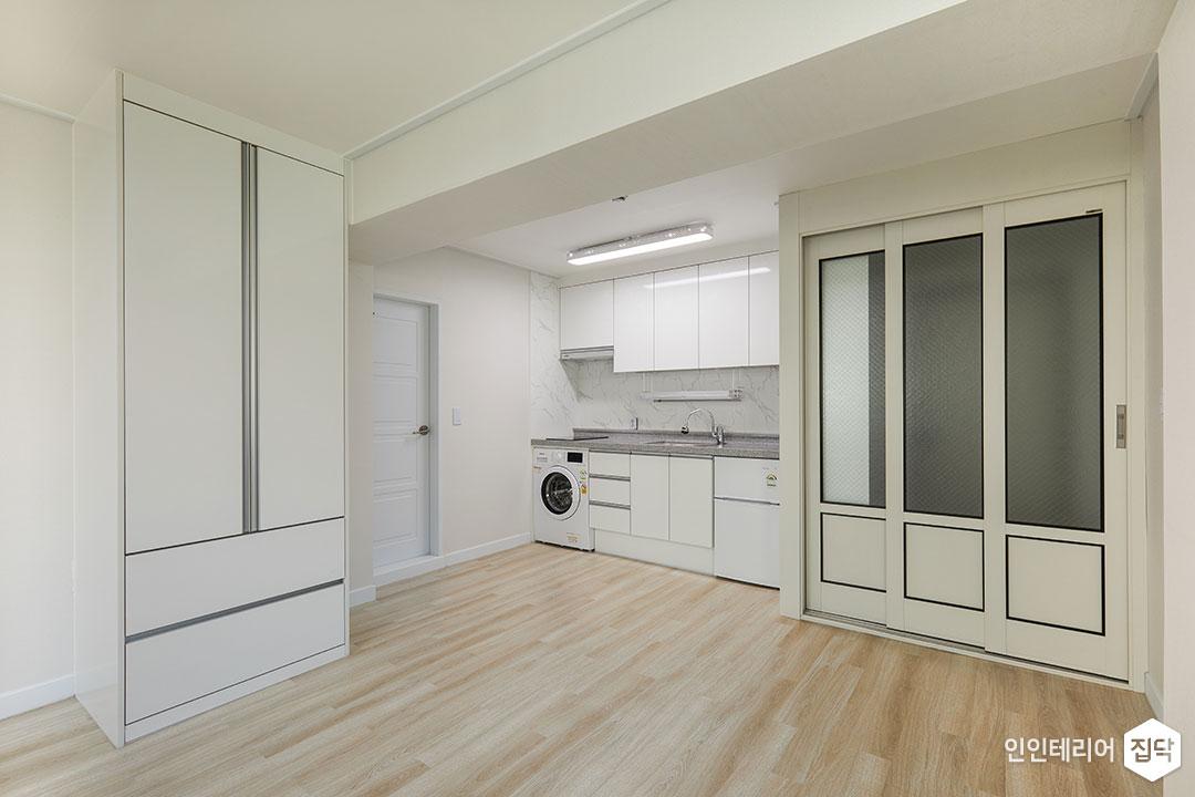 원룸,화이트,심플,중문,3연동도어,세탁기,수전,주방,수납장,LED조명