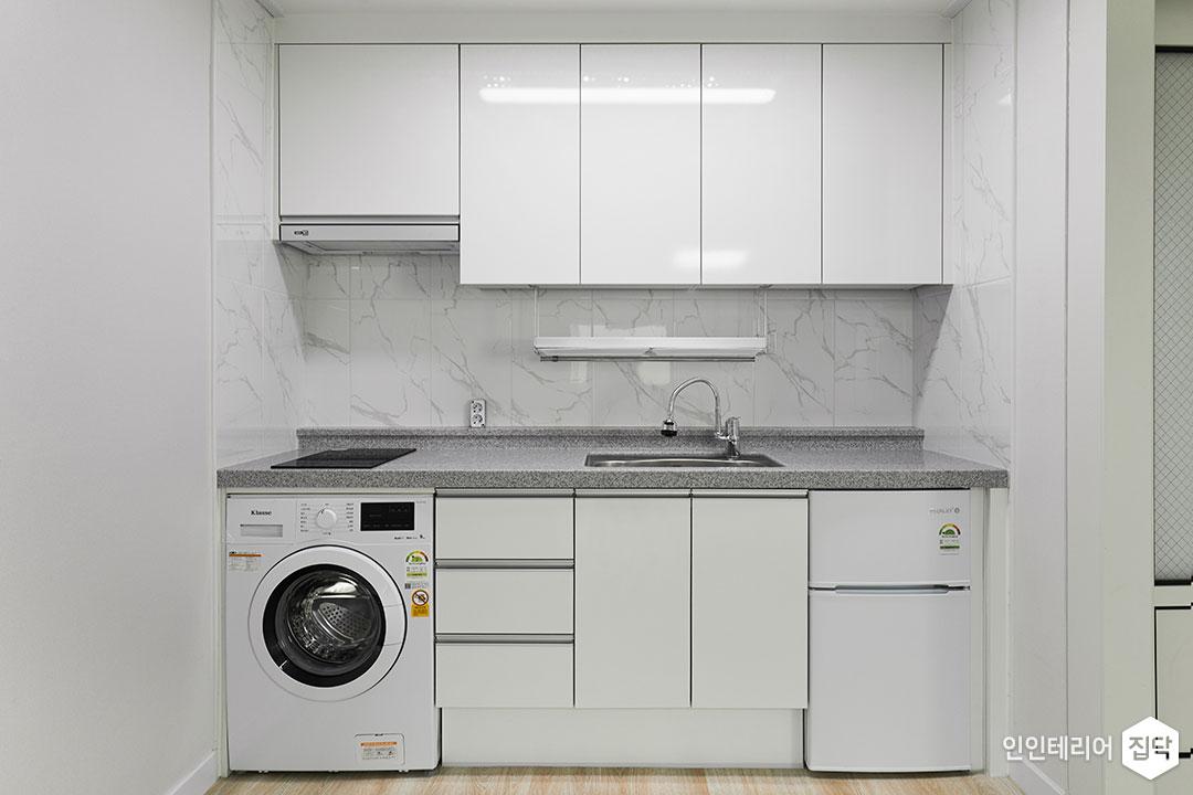 주방,화이트,심플,ㅡ자싱크대,상부장,하부장,전기쿡탑,수전,빌트인후드,세탁기,냉장고,LED조명
