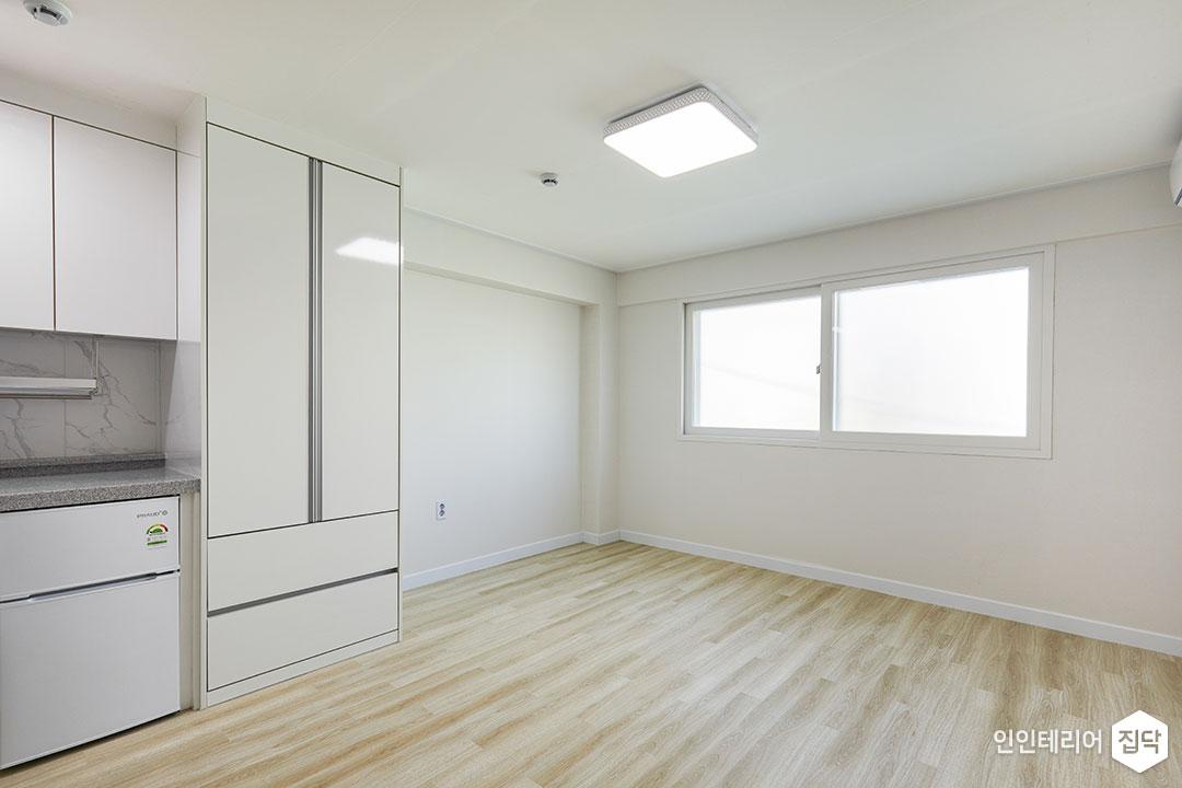 거실,화이트,심플,수납장,LED조명