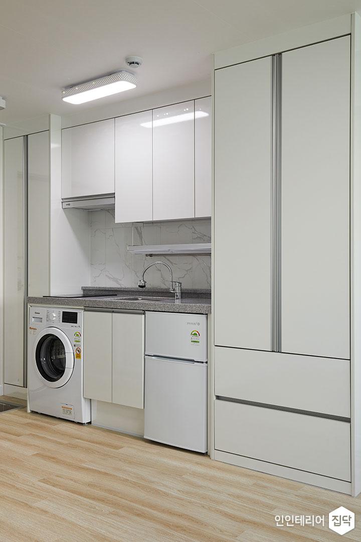 주방,화이트,심플,빌트인,세탁기,냉장고,수납장,빌트인후드,전기쿡탑,ㅡ자싱크대,상부장,하부장,LED조명