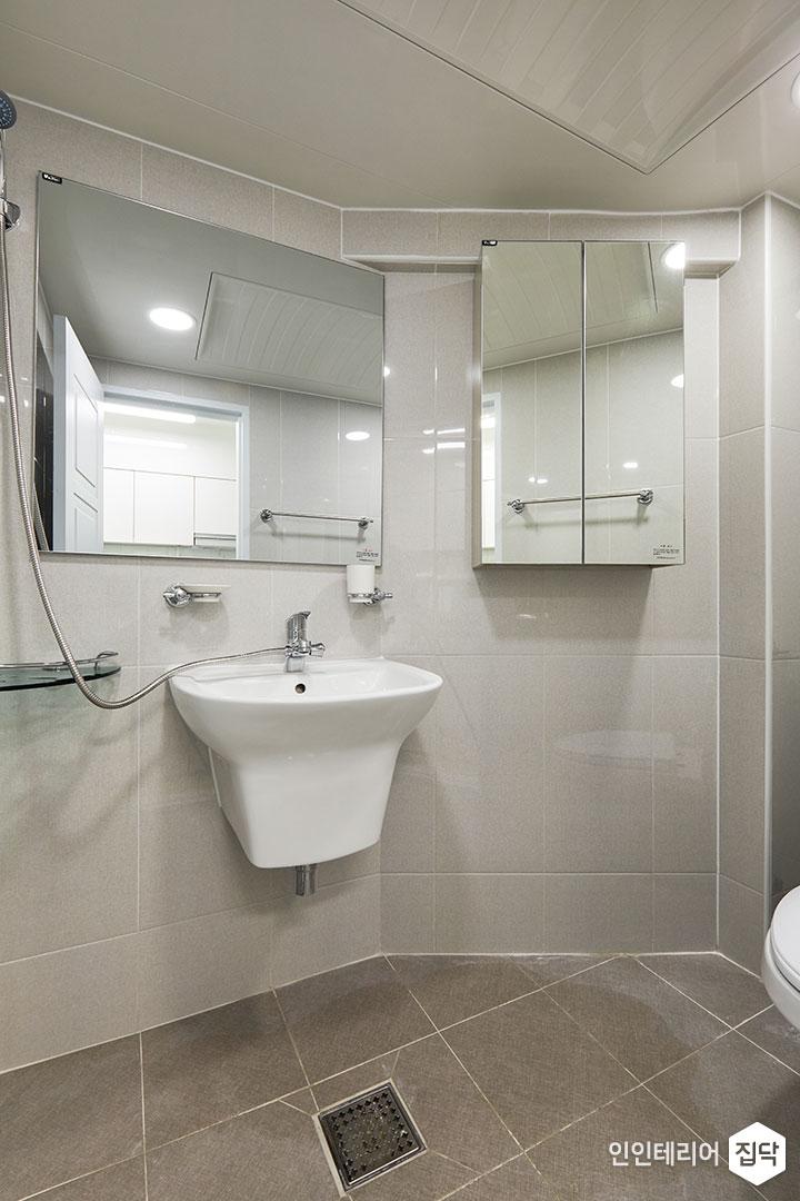 욕실,화이트,심플,세면대,거울장,수건걸이,코너선반,양변기