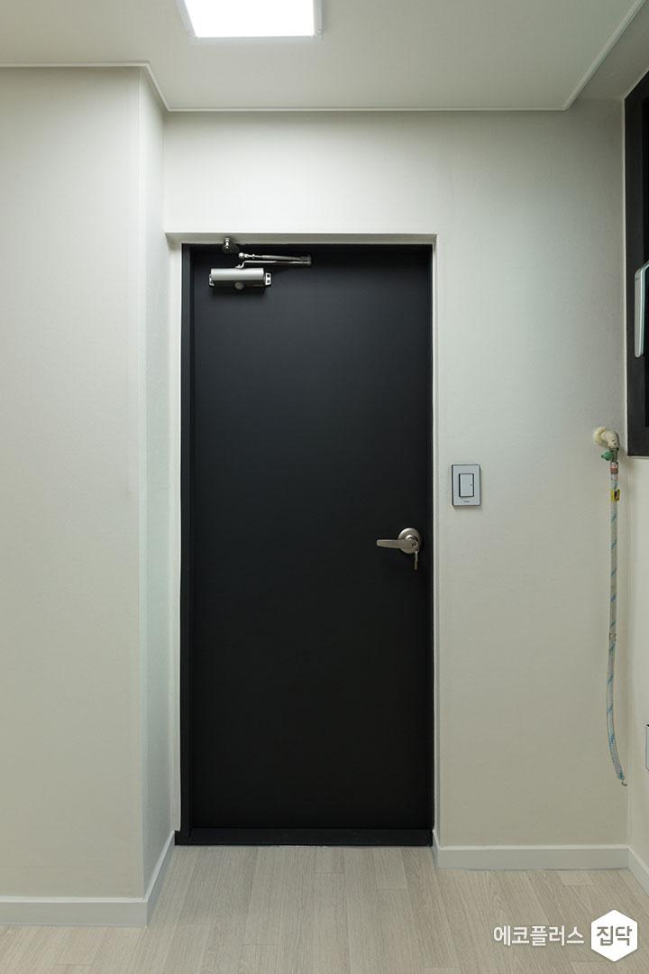 발코니문,블랙,모던,LED조명