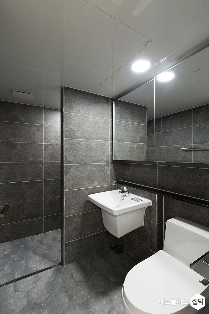 안방욕실,그레이,모던,가벽,헥사곤타일,슬라이딩거울장,젠다이,세면대,수전,양변기,샤워부스