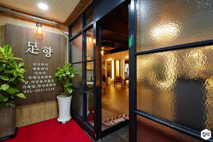 갈바프레임,블랙,럭셔리,아쿠아유리,입구,매장
